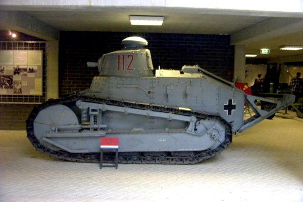 tank 18 char allemand ft 17 et 1 goliath le forum en papier. Black Bedroom Furniture Sets. Home Design Ideas