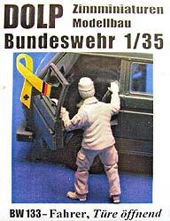 BW 134 Beifahrer Türe öffnend